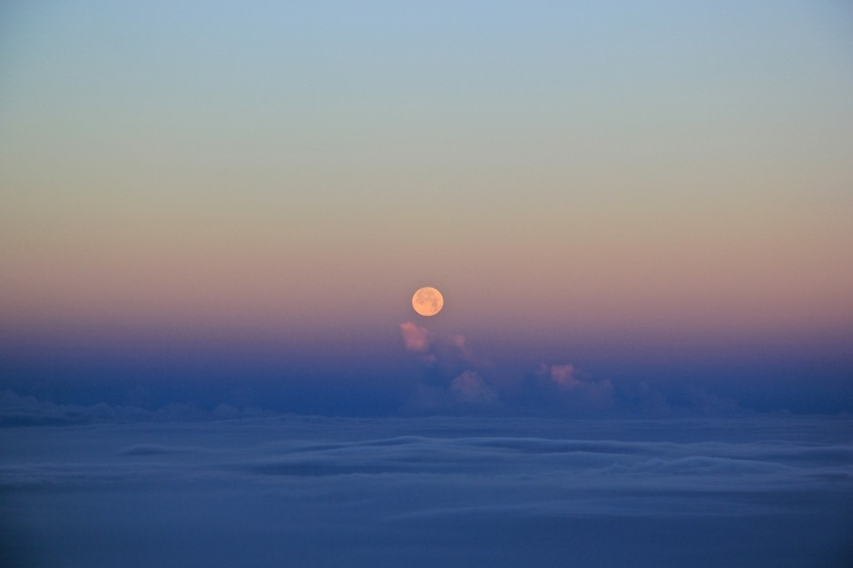 MoonSetting_Haleakala_blog